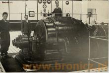 Mój dziadek Edward Bronicz przy turbinie ( pierwszy z prawej strony) , 1934 rok