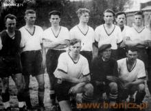 Zawodnicy sekcji piłkarskiej - 1945 rok