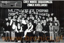Młodzi pianiści po koncercie w Domu Kultury, lata siedemdziesiąte