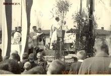 Uroczysta msza w Niepokalanowie, poczatek lat pięćdziesiątych
