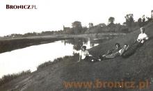 W oddali koścół Kozłowie... letni spacer nad rzeką...